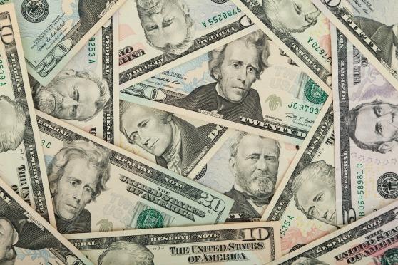 us-dollars-84594_1920